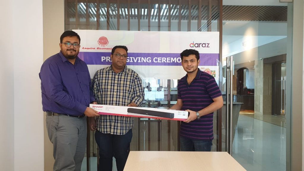 Daraz Mobile Week Winners presented gifts at Esquire Electronics